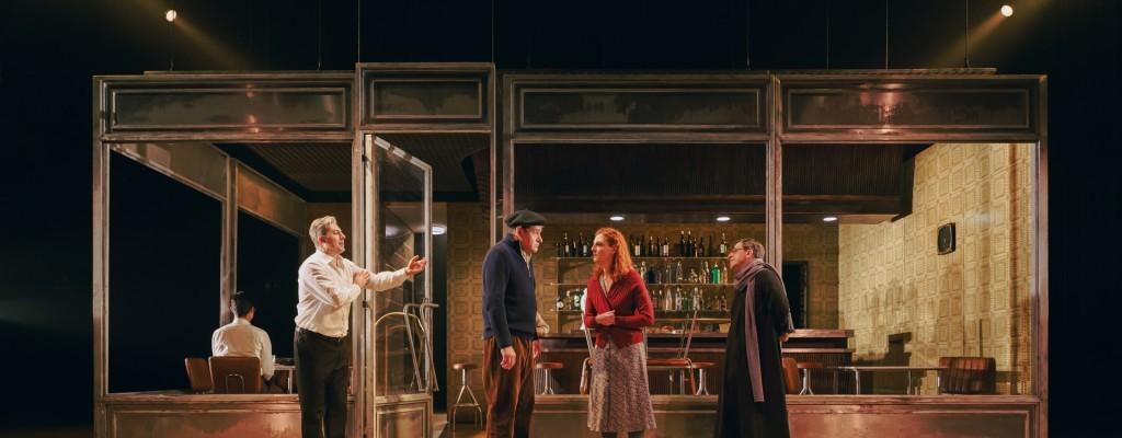 'El bar que se tragó a todos los españoles' arriba al Teatre Principal de València
