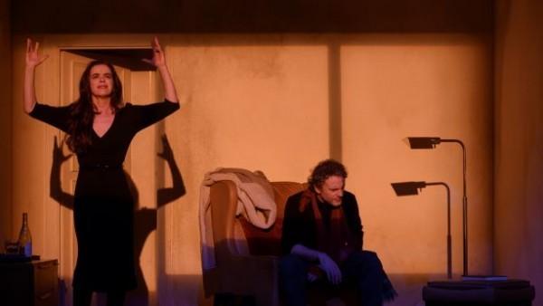 Los clubes de lectura teatral del IVC asisten a la representación de 'La casa de les aranyes'