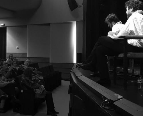 El club de lectura de Paula Llorens con la compañía en el escenario