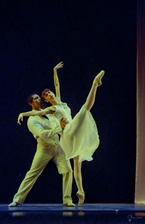 Eva López Crevillén & Lienz Chang - Gala 2002
